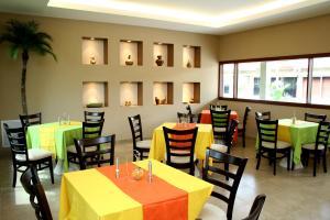 Model_restaurant_at_Universidad_de_Especialidades_Espíritu_Santo